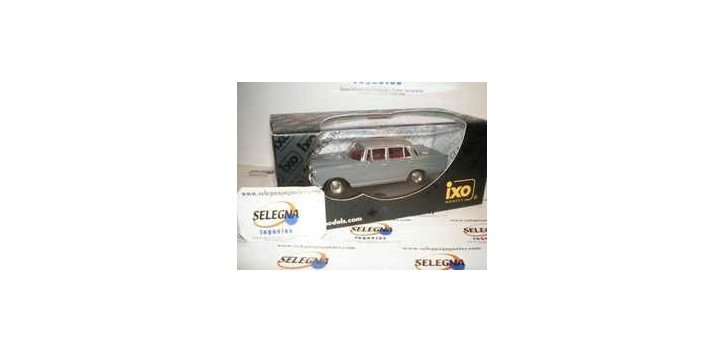 MERCEDES 200D HECKFLOSSE 1966 - 1/43 IXO