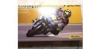 miniature motorcycle Yamaha YZR M1 2005 escala 1/24 Heller