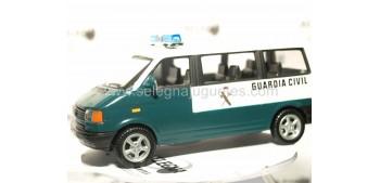 miniature car Volkswagen Transporter Guardia Civil (sin caja)
