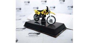 Suzuki Rm 125 escala 1/32 New Ray moto minaitura