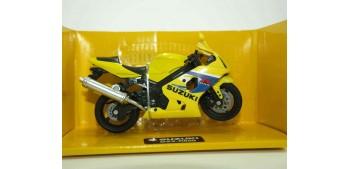 Suzuki GSX-R600 escala 1/18 New ray moto en miniatura