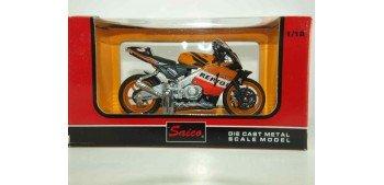 moto miniatura HONDA RCV REPSOL 2005 BARROS Nº 3 escala 1/18