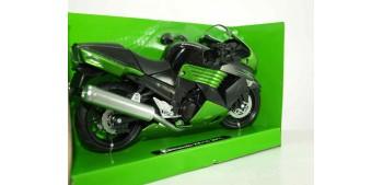moto miniatura Kawasaki ZX 14 2011 escala 1/12 New ray moto en