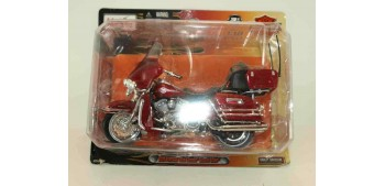 Harley Davidson 2005 FLHTCUI Ultra Classic Electra Glide escala 1/18 Maisto moto miniatura
