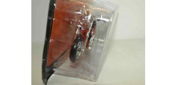 escala auto Harley Davidson 2009 FXDFSE CVD Fat Bob escala 1/18