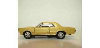 miniature car Pontiac GTO 1965 escala 1/34 a 1/39 Welly Coche