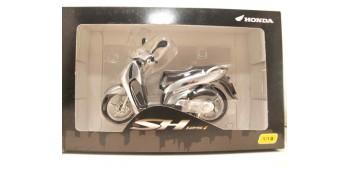 moto miniatura Honda SH125i gris scale 1:12 miniature motorcycle