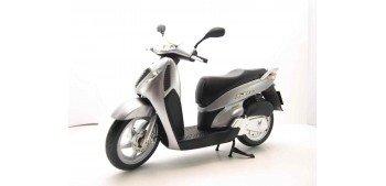 Honda SH125i gris scale 1:12 miniature motorcycle