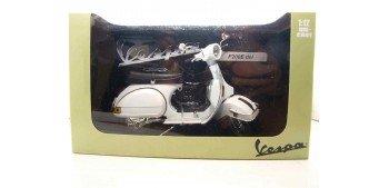 Vespa P200E blanca escala 1/12 moto metal miniatura
