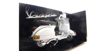 moto miniatura Vespa P200E blanca escala 1/12 moto metal