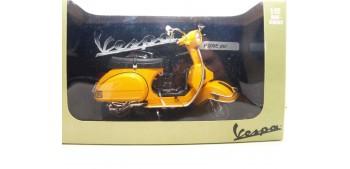 moto miniatura Vespa P200E amarilla escala 1/12 moto metal