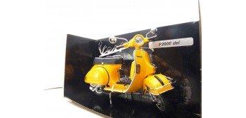 Vespa P200E amarilla escala 1/12 moto metal miniatura