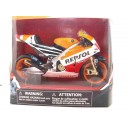 """<p>Modelo:<strong>Honda RC213V Marc Marquez</strong></p><p>Fabricante: <strong>New Ray</strong></p><p>Escala: <strong>1/12 - 1:12</strong></p><p><strong style=""""font-style:normal;font-family:Raleway, sans-serif;font-size:14px;"""">Ver más<a class=""""btn btn-default"""" href=""""https://www.selegnajuguetes.es/es/motos-a-escala/"""">motos a escala</a>Ver más<a class=""""btn btn-default"""" href=""""https://www.selegnajuguetes.es/es/por-tierra/moto-miniatura/moto-escala-1-12/"""">motos 1/12</a></strong></p><p></p>"""
