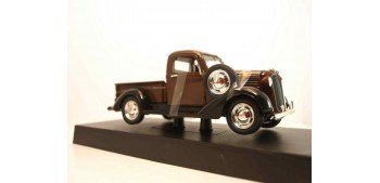 Plymouth Pickup 1937 marron escala 1/32 New Ray coche metal