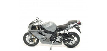Triumph Daytona 675 escala 1/18 Welly