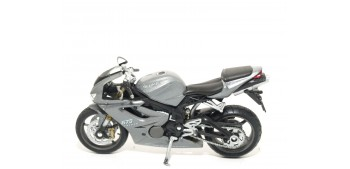 Triumph Daytona 675 escala 1/18 Welly moto