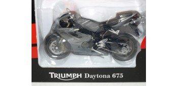 Triumph Daytona 675 escala 1/18 Welly moto