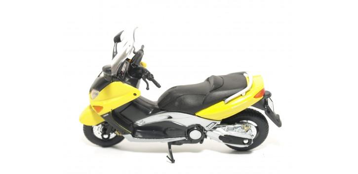Yamaha XP500 TMAX 2001 escala 1/18 Welly