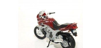 Yamaha TDM 850 2001 escala 1/18 Welly moto