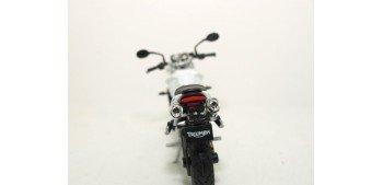 moto miniatura Triumph Street Triple escala 1/18 Welly moto
