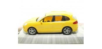 coche miniatura Porsche Cayenne Turbo amarillo escala 1/43