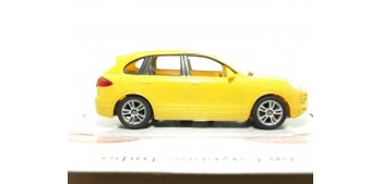 Porsche Cayenne Turbo amarillo escala 1/43 Mondo Motors