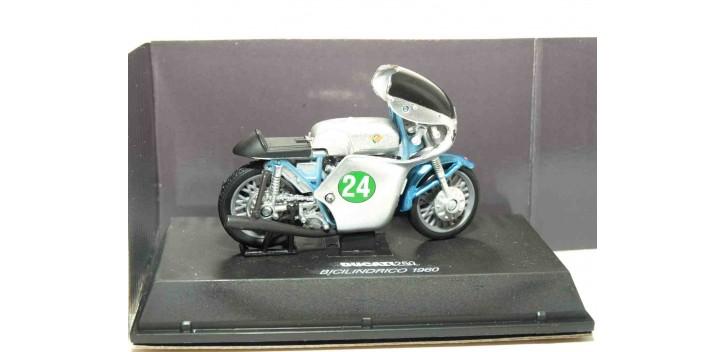 moto miniatura Ducati 250 Bicilindrico 1960 escala 1/32 NEW RAY