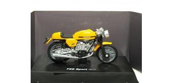 Ducati 750 Sport 1973 escala 1/32 NEW RAY moto miniatura
