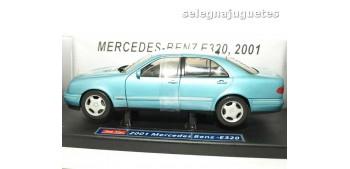 coche miniatura Mercedes Benz E320 2001 escala 1/18 Sun Star