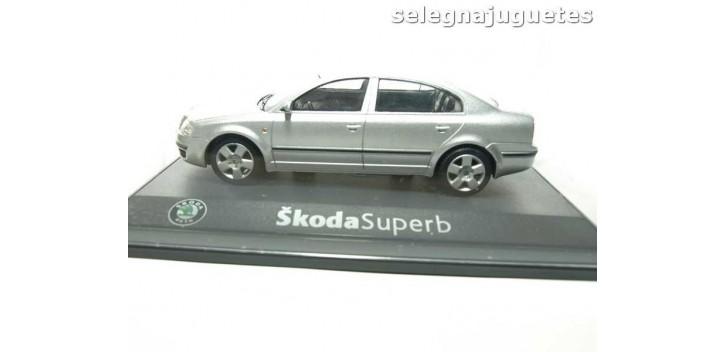 SKODA SUPERB GRIS - 1/43 - COCHE MINIATURA