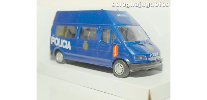 Furgón Ford Transit azul Policia Nacional escala 1/32 Cararama