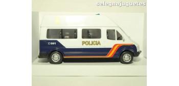 Furgón Ford Transit blanco Policia Nacional escala 1/32 Cararama