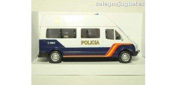 Furgón Ford Transit blanco Policia Nacional escala 1/32