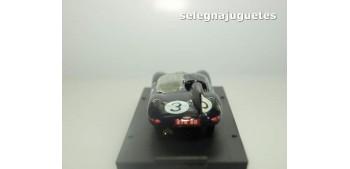 coche miniatura Jaguar D type Le Mans 1957 Ivor Bueb escala