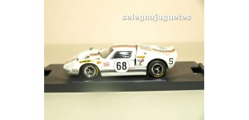 miniature car FORD GT 40 LE MANS 69 Nº 68 - 1/43 BANG