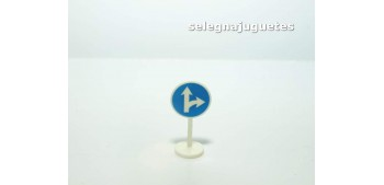 Direcciones obligatorias señal trafico escala 1/43 cararama coche metal miniatura