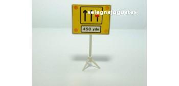miniature car Fin carril 450 yardas señal trafico escala 1/43