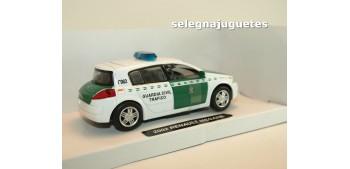 coche miniatura Renault Megane 2002 Guardia Civil Trafico 1/32