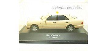 miniature car Mercedes Benz Clase E Taxi escala 1/43 Herpa