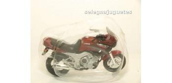 moto miniatura Yamaha Tdm escala 1/18 Maisto moto miniatura