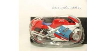 miniature motorcycle Suzuki Fzr600R escala 1/18 Maisto moto