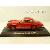 "<h1><span style=""font-family:Verdana, Arial, Helvetica, sans-serif;font-size:11px;font-style:normal;line-height:1.5em;"">Modelo - Model - Modèle - Modell:Mercedes Benz 300 SL</span></h1> <p>Escala - Scala - Echelle - Mabstab:<strong>1/43 - 1:43</strong></p> <p><strong style=""font-style:normal;line-height:1.5em;font-family:Raleway, sans-serif;font-size:11.2px;"">Ver más<a class=""btn btn-default"" href=""https://www.selegnajuguetes.es/es/coches-a-escala/"">coches a escala</a></strong><strong style=""font-style:normal;line-height:1.5em;font-family:Raleway, sans-serif;font-size:11.2px;"">Ver más<a class=""btn btn-default"" href=""https://www.selegnajuguetes.es/es/por-escalas/escala-1-43/"">1/43 - 1:43</a></strong></p> <p style=""font-style:normal;font-size:11px;font-family:Verdana, Arial, Helvetica, sans-serif;"">Fabricante - Manufacturer - Fabricant - Hersteller:<strong>IXO - RBA</strong></p>"