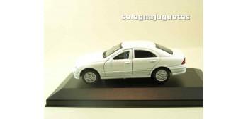 coche miniatura Mercedes Benz Clase C (vitrina) escala 1/43