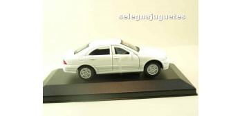 Mercedes Benz Clase C (vitrina) escala 1/43 Motor max