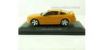Ford Mustang GT 2006 (vitrina) 1/43 Burago Coche metal miniatura sin caja Bburago