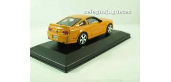 coche miniatura Ford Mustang GT 2006 (vitrina) 1/43 Burago