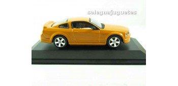 Ford Mustang GT 2006 (vitrina) 1/43 Burago Coche metal