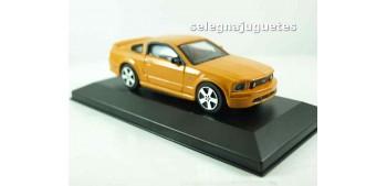 Ford Mustang GT 2006 (vitrina) 1/43 Burago Coche metal miniatura sin caja