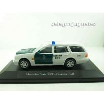 <p>MARCA:<strong>Cararama</strong></p> <p>ESCALA - SCALE - ECHELLE - MABSTAB:<strong>1/43 - 1:43</strong></p> <p>MODELO:<strong>Mercedes Benz 300T Guardia Civil (vitrina)</strong></p>
