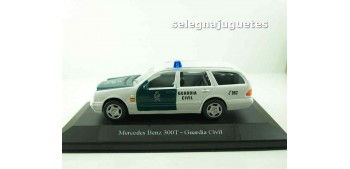 coche miniatura Mercedes Benz 300T Guardia Civil (vitrina)